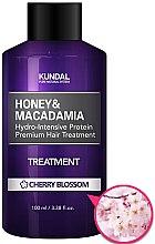 """Profumi e cosmetici Condizionante capelli """"Fiori di ciliegio"""" - Kundal Honey & Macadamia Treatment Cherry Blossom"""