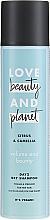 """Profumi e cosmetici Shampoo secco per capelli fini """"Agrumi e Camelia"""" - Love Beauty And Planet Citrus & Camellia Dry Shampoo"""