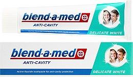 """Profumi e cosmetici Dentifricio """"Sbiancamento delicato"""" - Blend-a-med Anti-Cavity Delicate White"""