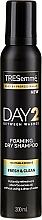 Profumi e cosmetici Shampoo secco per capelli normali e folti - Tresemme Day 2 Fresh & Clean Foaming Dry Shampoo