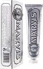 Profumi e cosmetici Dentifricio sbiancante con xilitolo - Marvis Whitening Mint + Xylitol