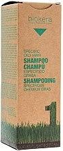 Profumi e cosmetici Shampoo per cuoio capelluto grasso - Salerm Biokera Specific Oil Hair Shampoo