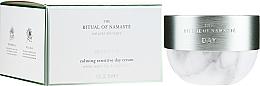 Profumi e cosmetici Crema viso rilassante, da giorno - Rituals The Ritual Of Namaste Calming Sensitive Day Cream