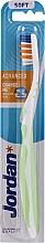 Profumi e cosmetici Spazzolino morbido Advanced senza cappuccio, verde chiaro - Jordan Advanced Soft Toothbrush