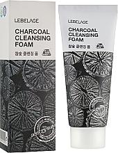 Profumi e cosmetici Schiuma al carbone - Lebelage Charcoal Cleansing Foam