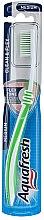 Profumi e cosmetici Spazzolino denti medio duro, verde chiaro - Aquafresh Clean & Flex
