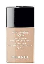 Profumi e cosmetici Fondotinta - Chanel Vitalumiere Aqua