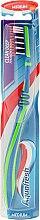 Profumi e cosmetici Spazzolino denti medio-duro verde-blu - Aquafresh Clean Deep Medium