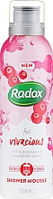 Profumi e cosmetici Mousse da barba - Radox Feel Vivacious Apple Blossom & Cranberry Shower Mousse