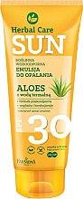 Profumi e cosmetici Emulsione abbronzante impermeabile - Farmona Herbal Care Sun SPF 30
