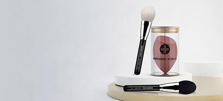 Acquistando pennelli Eigshow Beauty da 33 €, ricevi in regalo una spugna trucco