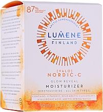 Profumi e cosmetici Crema illuminante idratante, da giorno - Lumene Valo [Light] Glow Reveal Moisturizer