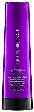 Profumi e cosmetici Crema levigante per capelli - No Inhibition Styling Smoothing Cream