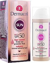 Profumi e cosmetici Fluido resistente all'acqua SPF 50 - Dermacol Sun WR Tinted Sun Protection Fluid SPF50