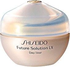 Profumi e cosmetici Crema protettiva per il giorno per un recupero completo della pelle - Shiseido Future Solution LX Daytime Protective Cream SPF15