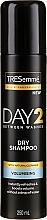 Profumi e cosmetici Shampoo secco per capelli normali e grassi - Tresemme Day 2 Volumising Dry Shampoo